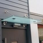 Panther No. 1 Vordach passend über dem Hauseingang montiert