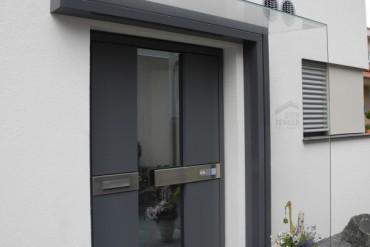 Seitenwindschutz mit Glasklemmprofil