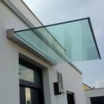 Plan D Glas Vordach mit eckiger Abdeckung und zusätzlicher Regenablaufrinne