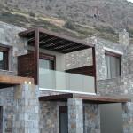 Balkonbrüstung aus Klarglas und Bodenprofil