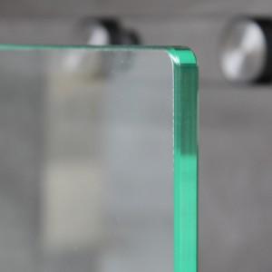 abgerundete Glasecke zeigt nach oben