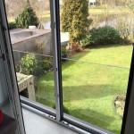 ungetrübter Ausblick in den Garten mit Klarglas
