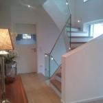Treppenaufgang mit Glas-Railing