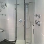 Auf Mass gefertigte 5-Eck-Dusche