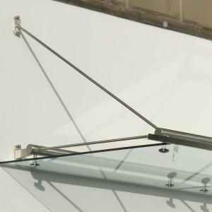 Zugstreben tragen das Vordach