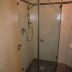 Eckloesung fuer den kleinen Duschbereich