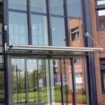Glasdach Forte von zwei Punkten abgehängt