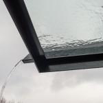Regenrinne vorne im Rahmen integriert