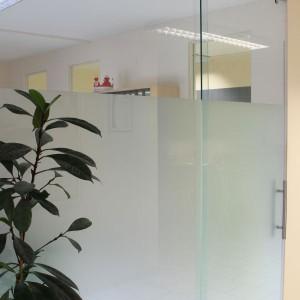 glas trennwand systeme panther glas. Black Bedroom Furniture Sets. Home Design Ideas