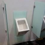 Urinal Trennwand und Glasrückwand
