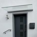 Vordach Plan Five mit Klarglas und ovaler Klemmleiste