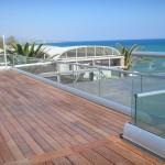 Dachterrasse mit Brüstung aus Glas