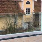 Glasgeländer mit System Serrato
